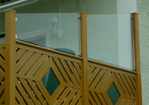 aluz une und balkone. Black Bedroom Furniture Sets. Home Design Ideas